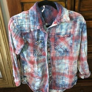 Free People Tops - Comfortable blue/red faded button down